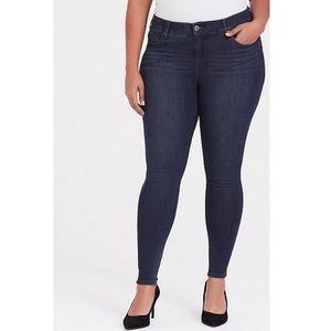 TORRID bombshell skinny jeans dark wash 18 tall